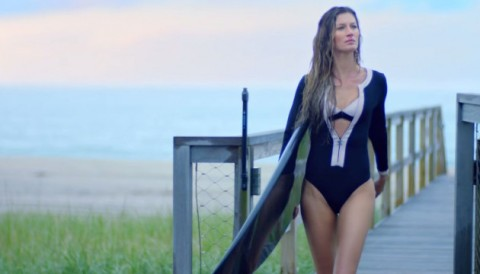 Gisele Bundchen surf Chanel